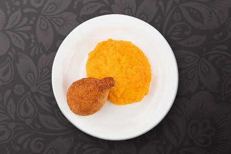 Котлета по-киевски и сливочно-морковное пюре
