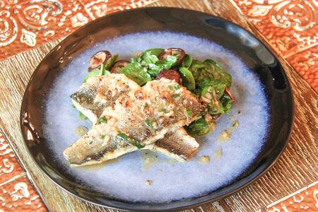 Филе сибаса с грибами и шпинатом