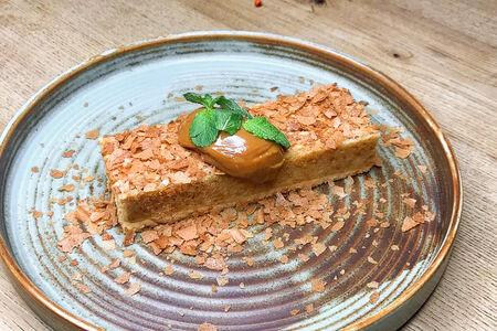 Десерт Медовик с хрустящей крошкой