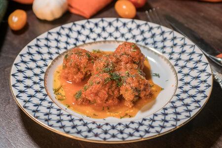 Польпетте фрикадельки с пармезаном в соусе из свежих помидоров