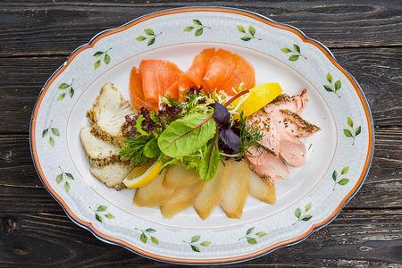 Рыбная тарелка из коптильни
