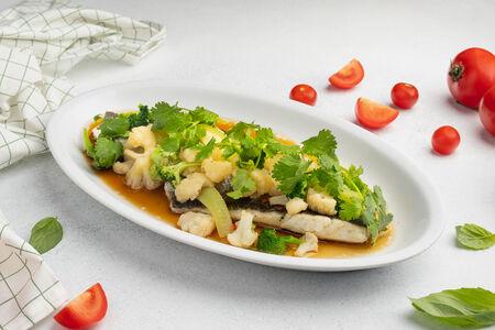 Филе Сибаса с овощами на пару