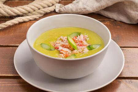 Суп-пюре из спаржи с крабом