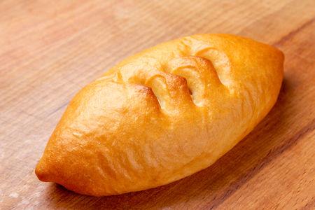 Пирожок с ветчиной и сыром