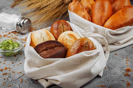 Корзинка теплого хлеба