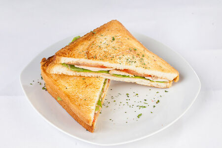 Сэндвич с курицей и томатами