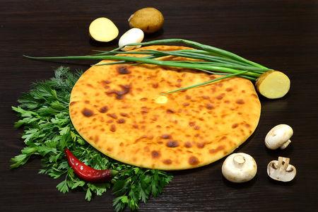 Осетинский пирог с картошкой, зеленым луком и грибами