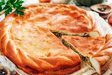 Русский пирог с мясом и капустой
