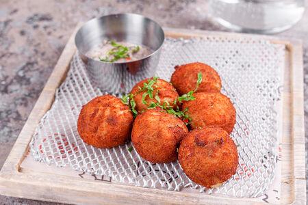 Картофельные крокеты с грибами и трюфельным соусом