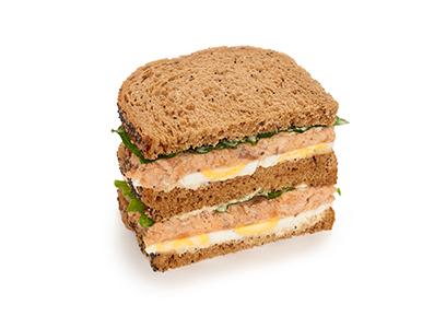 Сандвич-блумер с лососем в нормандском стиле