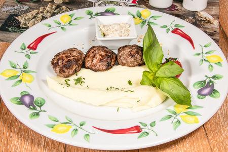Котлеты из мраморной говядины с картофельным пюре