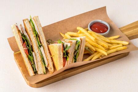 Клаб сендвич с семгой