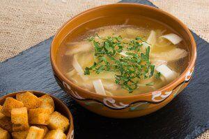 Суп-лапша на наваристом курином бульоне