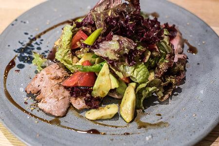 Салат с тунцом и спаржей