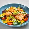 Фото к позиции меню Микс из свежих овощей и листьев салата с жареным филе лосося
