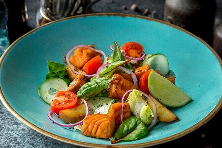 Салат с лососем в соусе терияки