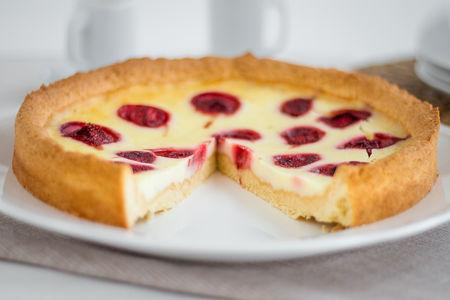 Пирог сладкий Киш клубничный