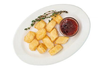 Жареный сыр Сулугуни с соусом