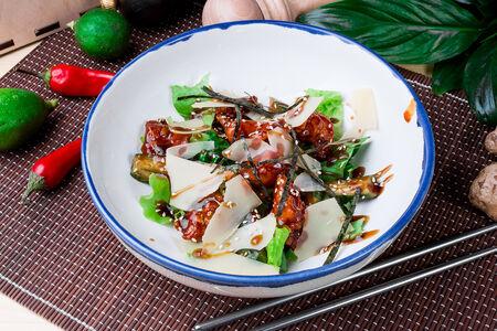 Салат с курицей и битыми огурцами