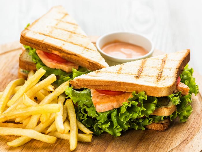 Сэндвич с семгой и мягким сыром