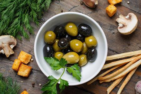 Маслины и оливки с косточкой