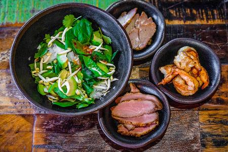 Зеленый салат с томленой говядиной