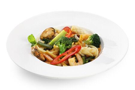 Морепродукты с овощами и бамбуком