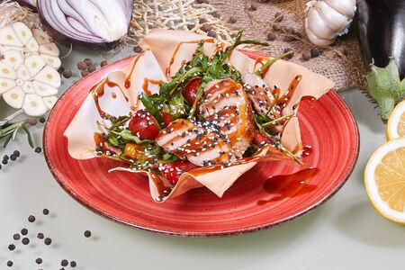 Салат из рукколы с утиной грудкой