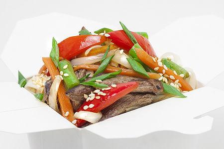 Вок с телятиной и овощами