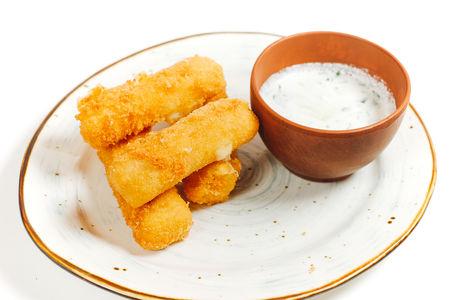 Жаренный сыр сулугуни с соусом дзадзыки