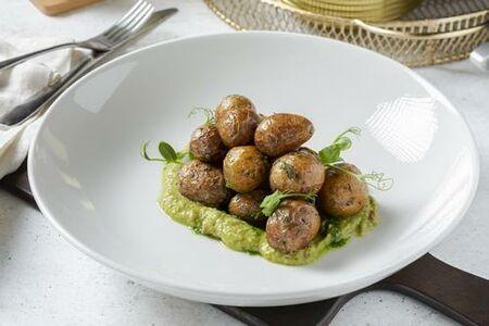 Картофель, запеченный с соусом из зеленых трав
