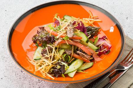 Салат с купатами и картофелем пай