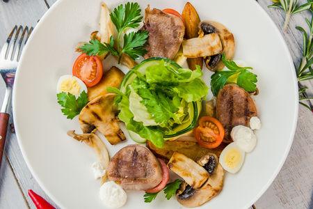 Салат с грибным миксом и телячьим языком
