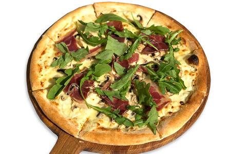 Пицца с шампиньонами и пармской ветчиной