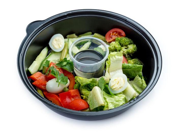 Салат из свежих овощей с яйцом