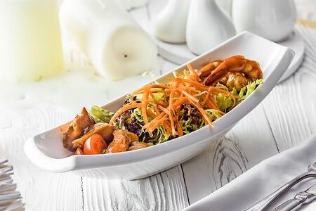 Салат с лососем и креветками