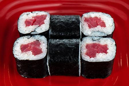 Мини-роллы с тунцом