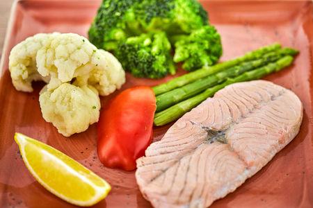 Филе семги на пару с овощами