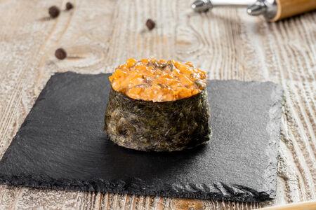 Суши с острым угрем