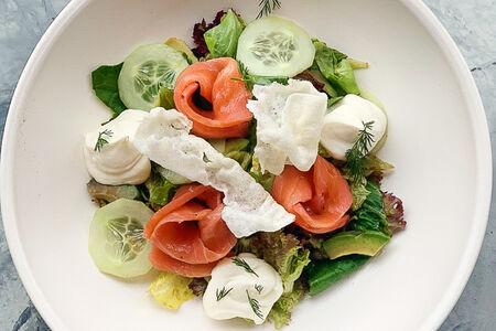 Салат с лососем в скандинавском стиле