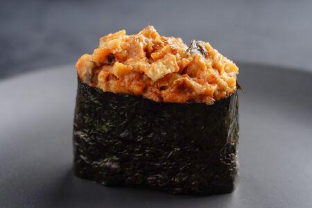 Спайси суши с копченым угрем