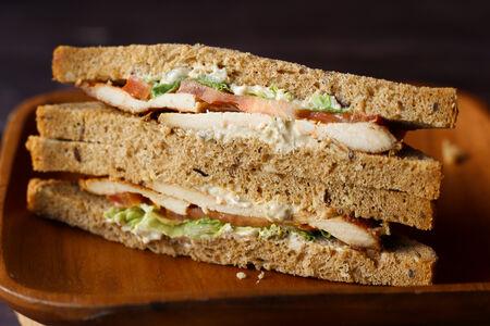 Сэндвич с курицей Цезарь