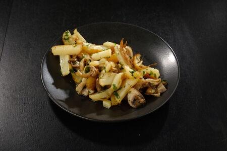 Жаренный картофель с грибами
