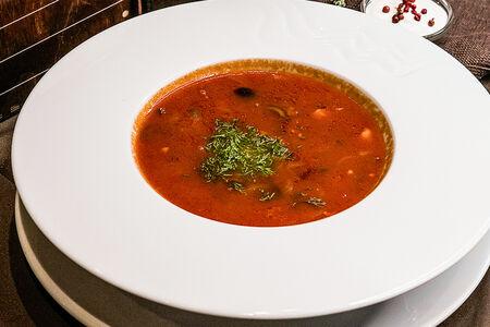 Суп Солянка Московская на крутом мясном бульоне