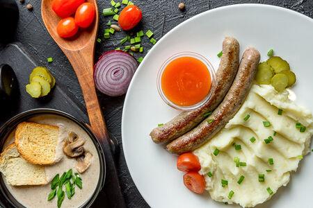 Комбо с картофельным пюре и колбасками