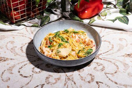 Тальятелле с томатами и морепродуктами