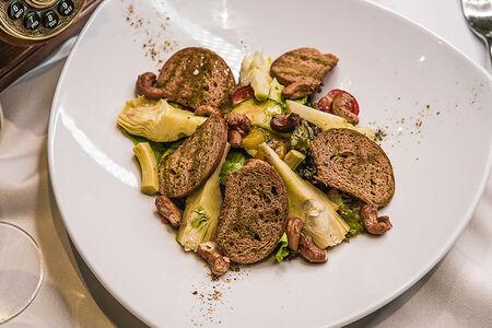 Салат с артишоками и запечённым болгарским перцем