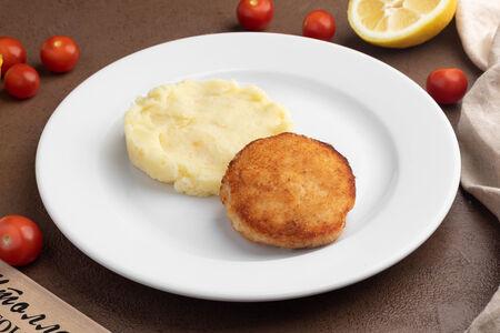 Куриный биточек с картофельным пюре