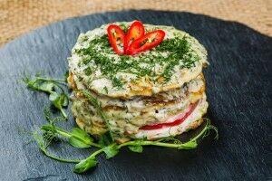 Салат слоёный из кабачков и помидоров