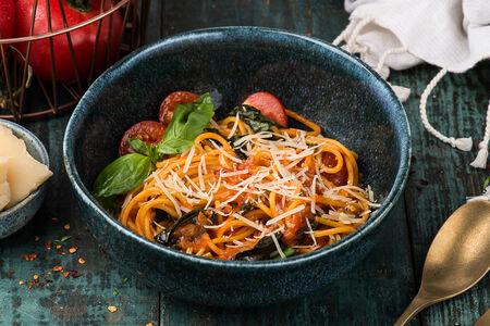 Спагетти с томатами черри и базиликом